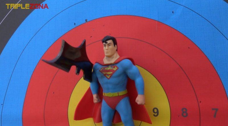 Strech Superman vs batarang de Batman