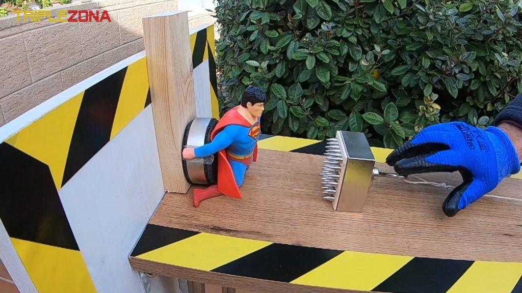 Strech Superman vs super imán torturador