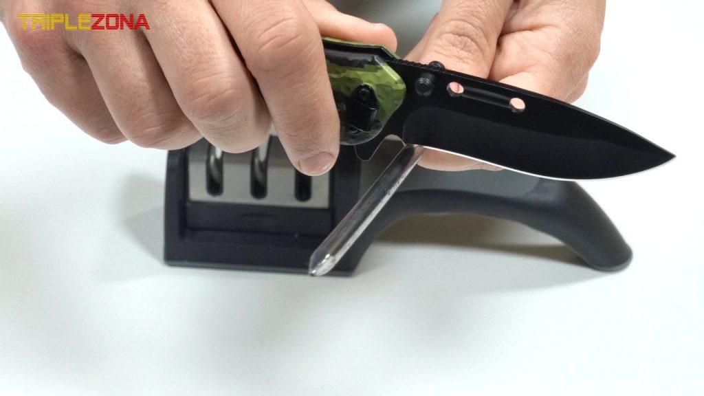 Desafilando un cuchillo con un clavo