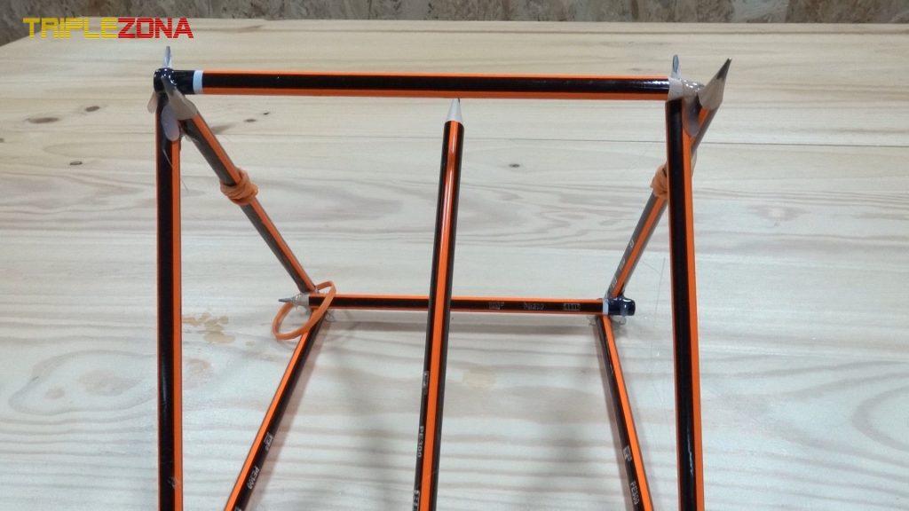 Estructura superior de catapulta de lápices