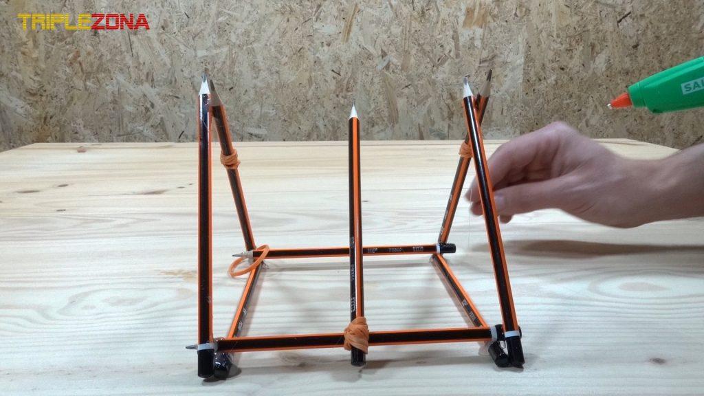 Pegado de laterales de catapulta de lápices