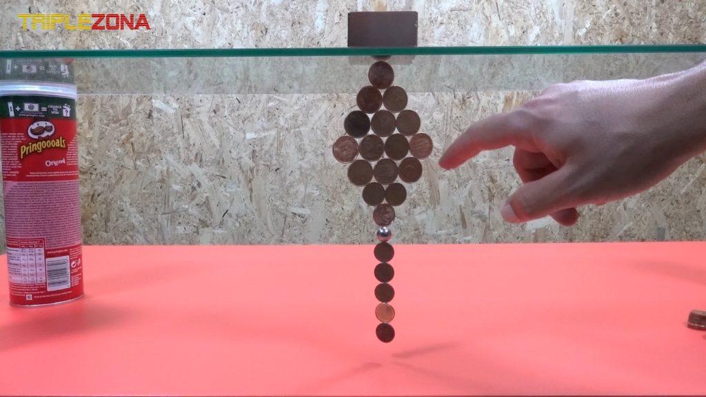 Realizando figuras con monedas e imanes 3