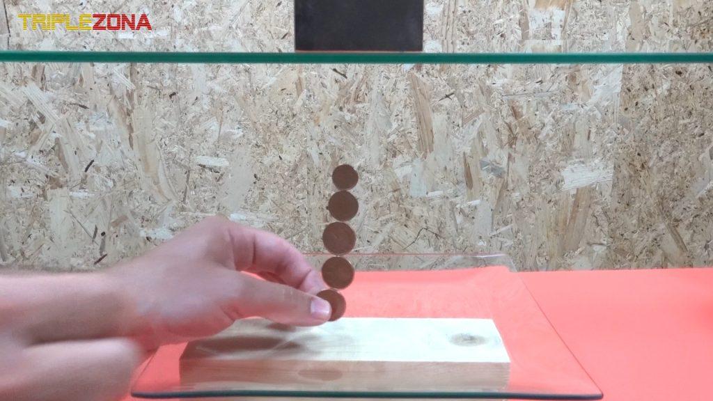 Juntando monedas atraidas por un iman