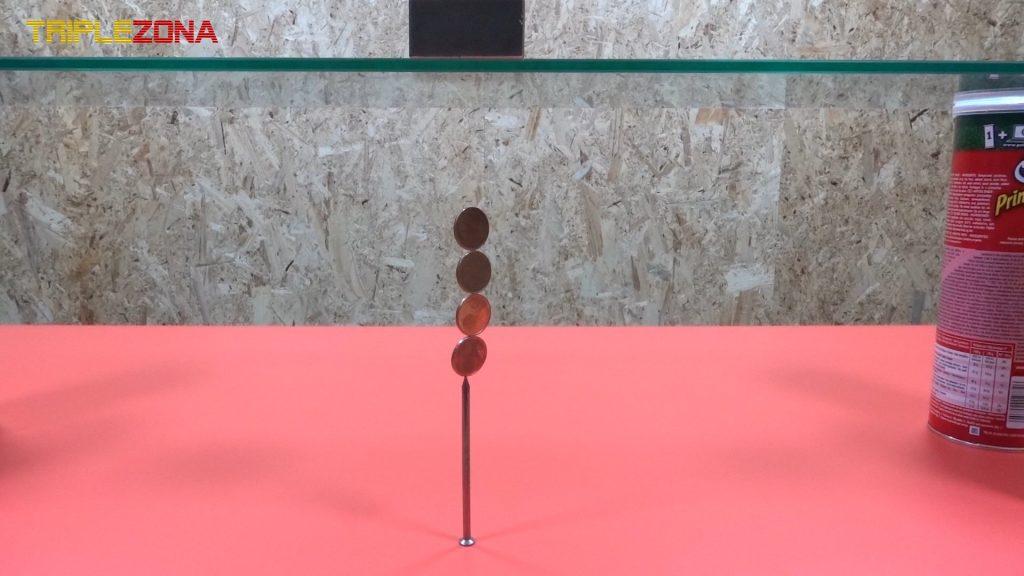 Haciendo levitar monedas sobre un clavo con un iman