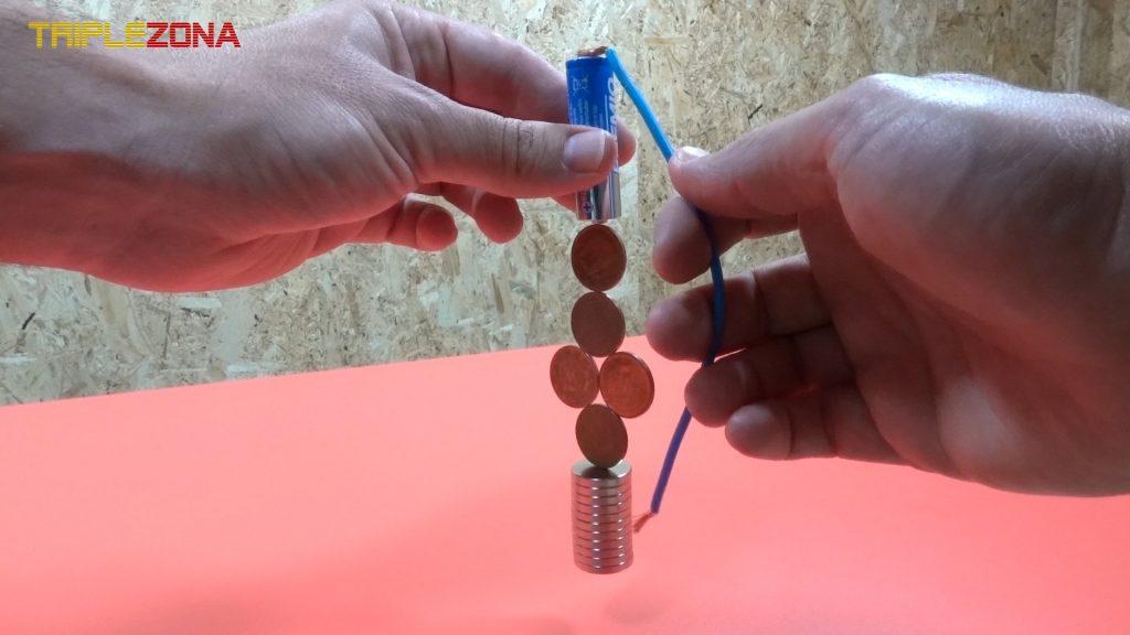 Motor homopolar con monedas