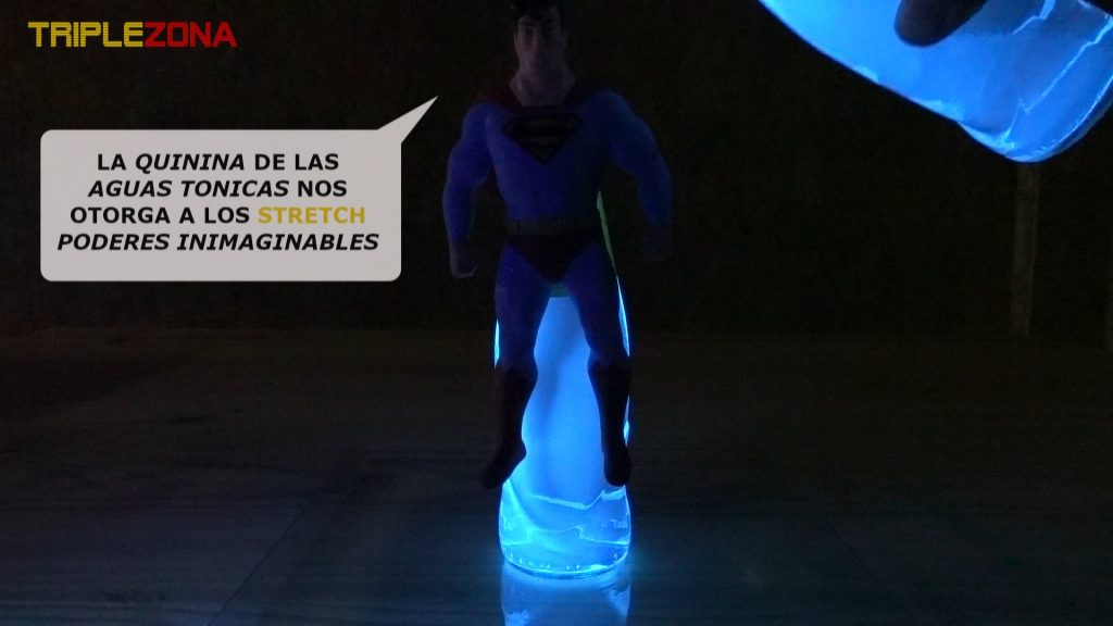 Stretch Superman antes de realizarse un baño con quinina