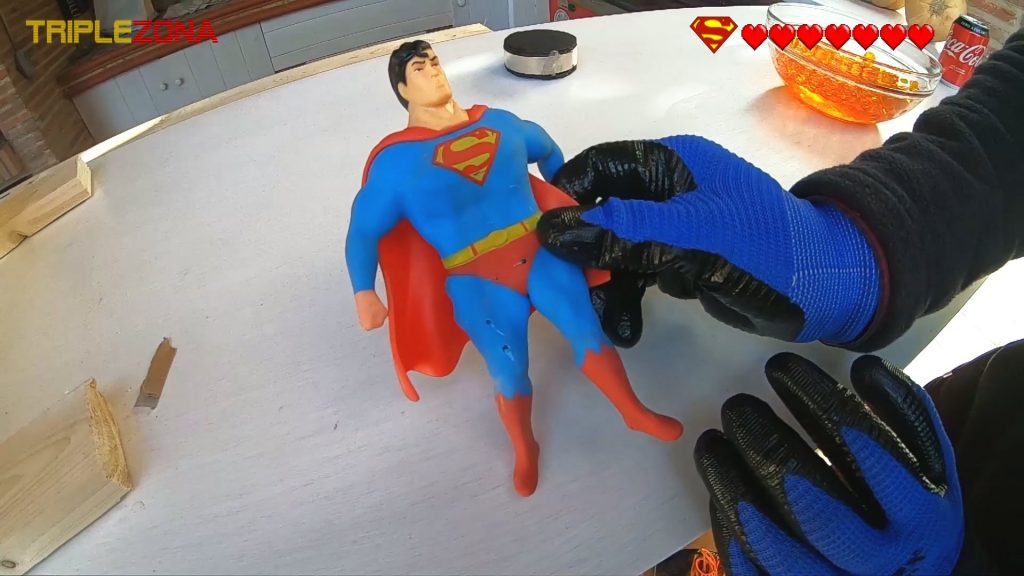 Stretch Superman despues de haber sido torturado