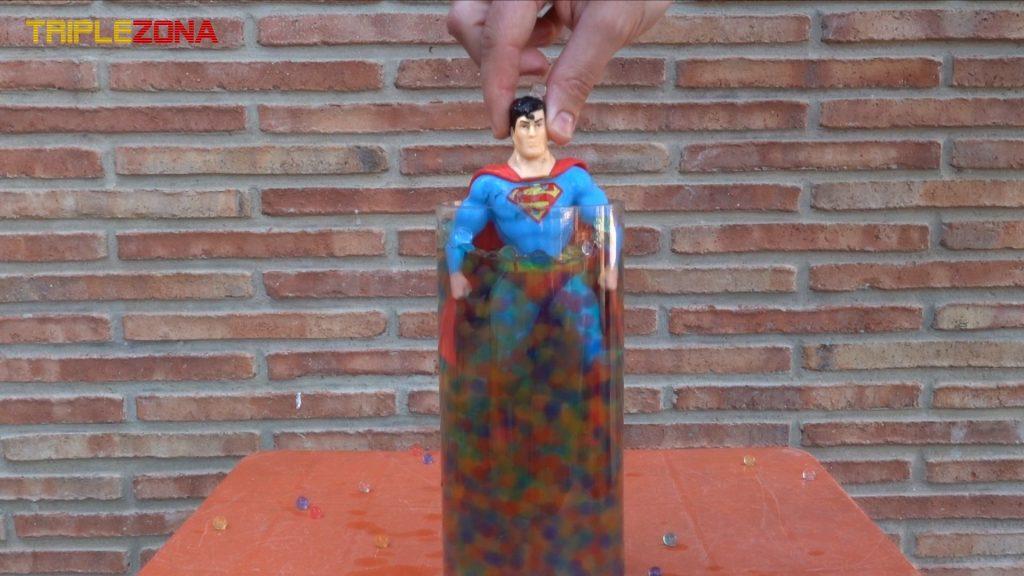 Stretch Superman recuperado en urna orbeez