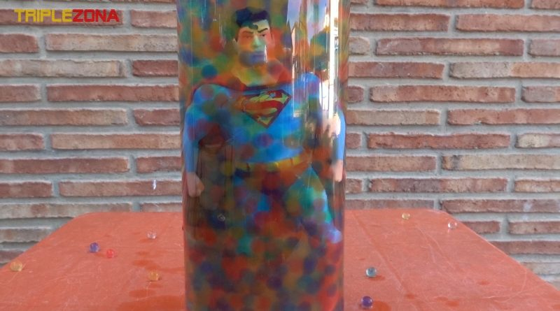 Stretch Superman recuperandose en urna orbeez
