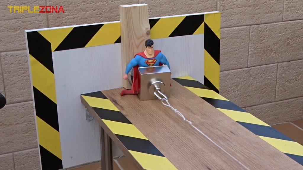 Stretch Superman sufriendo por iman torturador