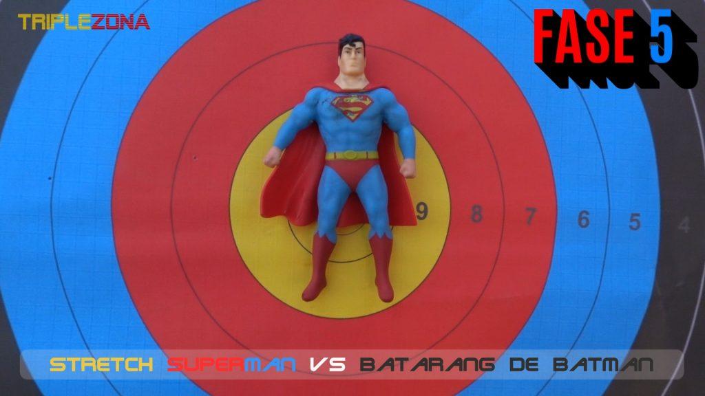 Stretch Superman vs batarang de Batman