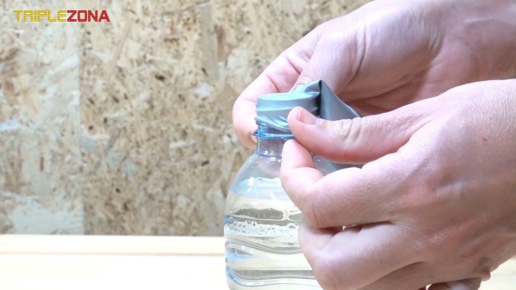 Introduciendo boquilla de globo en botella