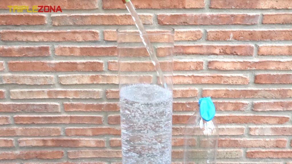 Llenando recipiente con agua