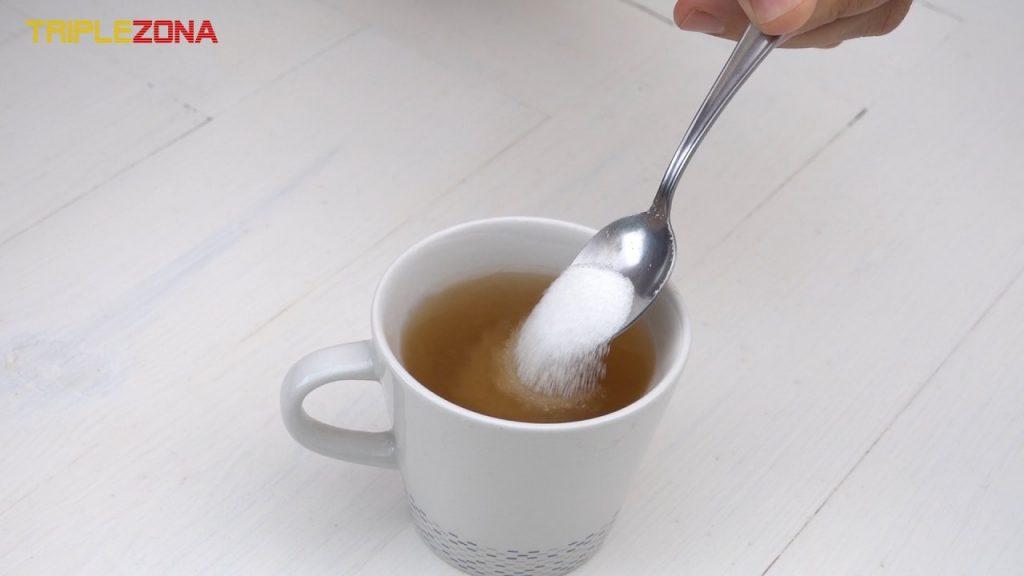 Cucharada de azúcar en te o cafe