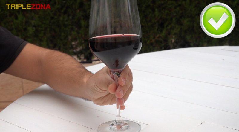 Forma correcta de coger una copa de vino