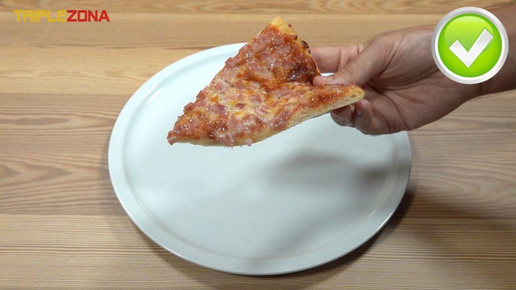 Forma correcta de coger un trozo de pizza