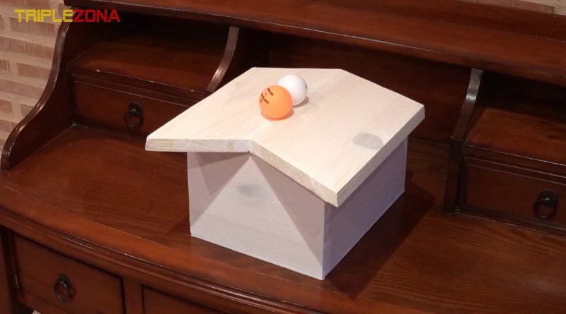 Ilusión óptica anamórfica de una casa imposible. Visión correcta